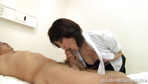 Salacious idol sucks penis while having her pussy